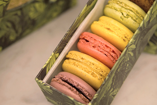top 3 macaron shops in paris. Black Bedroom Furniture Sets. Home Design Ideas
