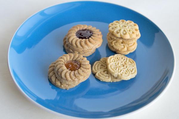 Nostalgic Cookies: Linzers, Pleasures, and Glees