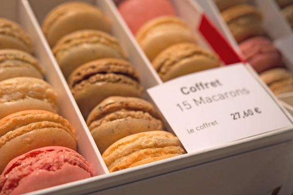 macaron shops in paris